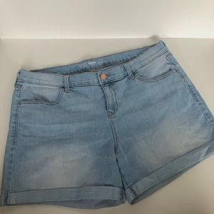 Old Navy Semi-Fitted Shorts, Size 14